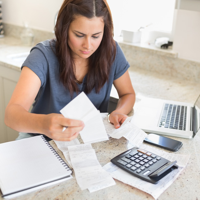 photo of an ex-spouse paying her monthly bills online with the help of spousal support to assist in the everyday expenses to continue supporting her family